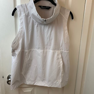 NWT Under Armour White Polyester Loose Top.Medium